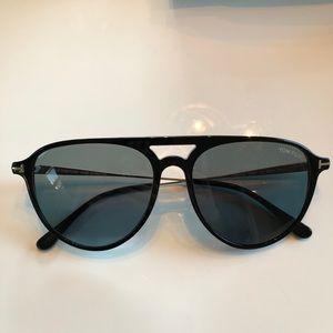 Black Tom Ford aviator sunglasses